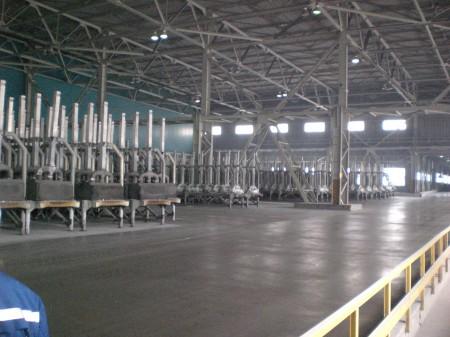 много много анодов для производства алюминия